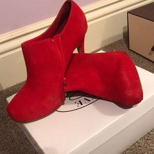 Galoree red suede heels by Steve Madden
